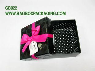 geschenkboxen mit deckel gruppe geschenk boxen custom gift boxes. Black Bedroom Furniture Sets. Home Design Ideas